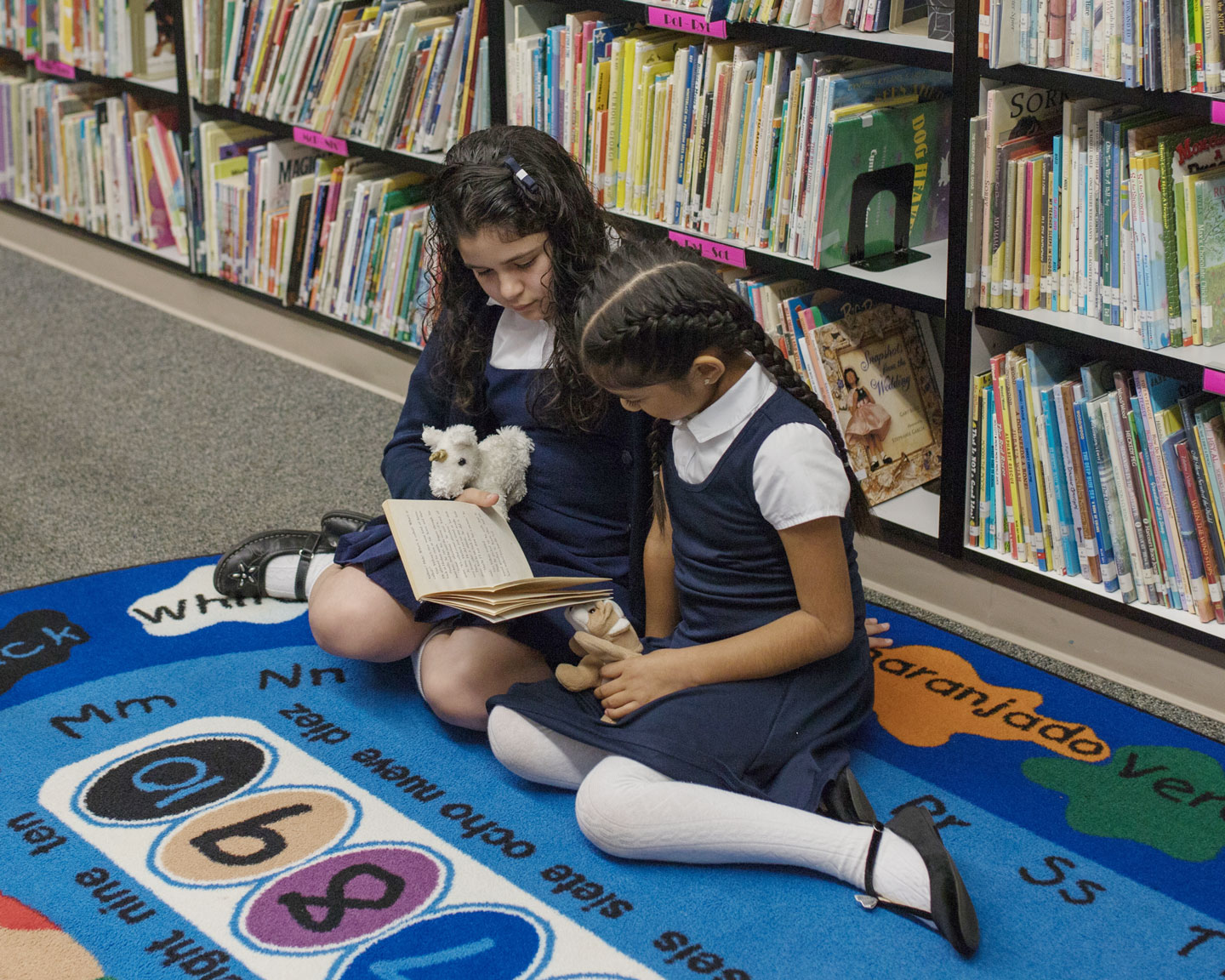 st-james-students-girls-library-4-5-1440